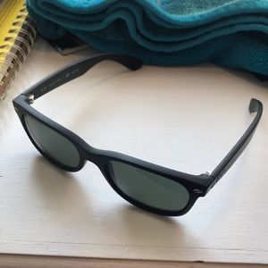 Black Rayban wayfarer sunglasses